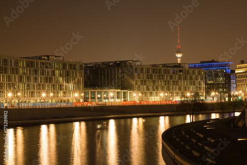 Staande foto Berlijn Berlin bei Nacht Spree