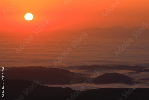 Staande foto Koraal 栗駒山の雲海