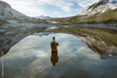 Deurstickers Bergen Angler in Bergsee