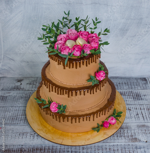 Spoed canvasdoek 2cm dik Macarons three-tiered wedding chocolate drip cake decorated with roses