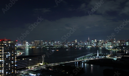 Tuinposter Tokio Night view of Tokyo seen from Tokyo Bay