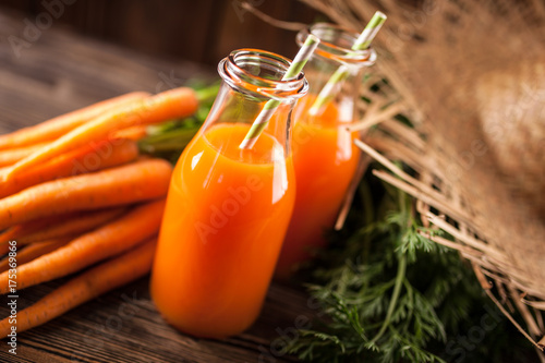 In de dag Sap Fresh organic carrot juice
