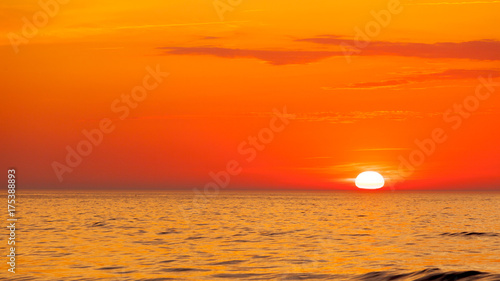 Plakat Idyllic shot of sunset by the sea