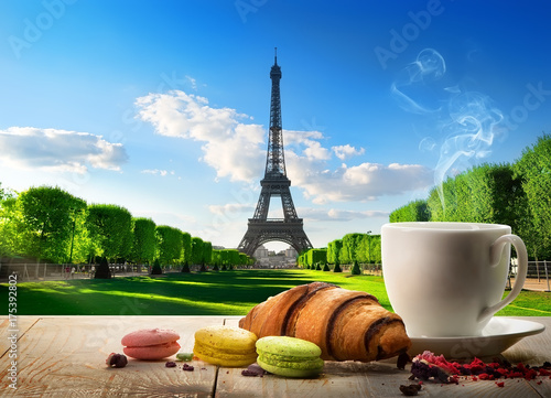 Spoed canvasdoek 2cm dik Macarons Breakfast near Eiffel Tower