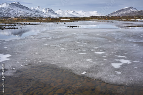 Fotobehang Bergrivier Icelandic landscape of river and mountains
