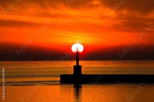 Staande foto Baksteen 夕暮れの海