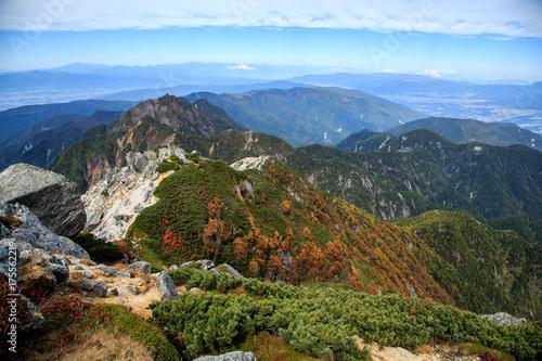 Fotobehang Pool 甲斐駒ケ岳から紅葉の南アルプスと遠くの北アルプス