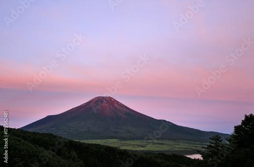 Poster Purper 忍野村二十曲峠から赤富士