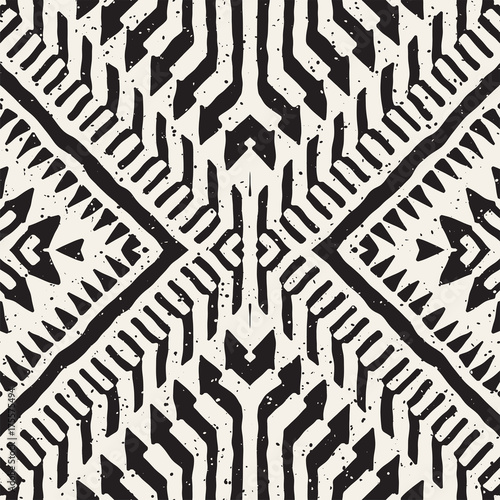 Black and white tribal vector seamless pattern with doodle elements. Aztec abstract art print. Ethnic ornamental hand drawn backdrop. - 175575494