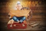 Kind als Pirat mit Schatzkarte auf Schatzsuche - 175581817
