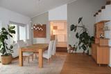 Esszimmertisch mit Blick in die Küche - 175618402