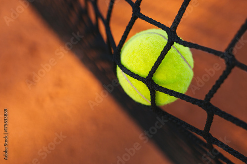 Staande foto Bol Tennis ball hitting the tennis net