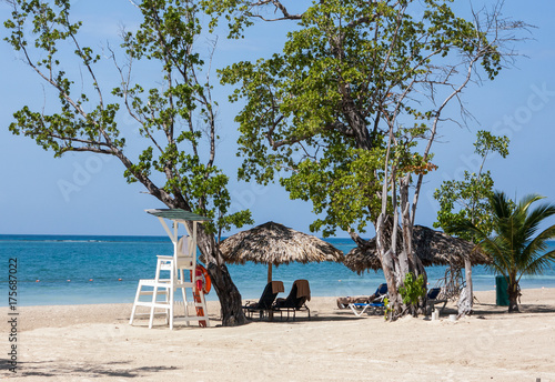 Tuinposter Tropical strand ISLAND LIFEGUARD STAND ON THE BEACH