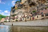 La Roque Gageac vue depuis la rivière. Dordogne. Nouvelle Aquitaine - 175701281