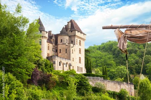 Fotobehang Beige La Roque Gageac . Gabare sur la Dordogne. Dordogne. Nouvelle Aquitaine