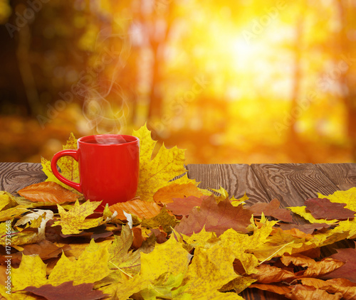 Deurstickers Wanddecoratie met eigen foto Autumn leaves and coffee.
