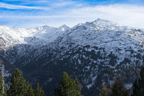 Deurstickers Blauwe hemel The range of winter snow-capped mountains in Austria.snow-capped peaks of the mountains.beautiful winter landscape with mountains in the snow and blue frosty sky.Sunny winter day in the mountains.