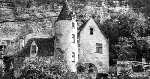 Papiers peints Gris La Roque Gageac vue depuis la Dordogne. photo noir et blanc, Dordogne. Nouvelle Aquitaine