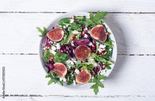 Autumn salad with arugula - 175821425