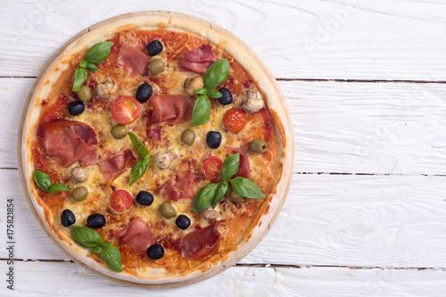 Italian pizza with jamon