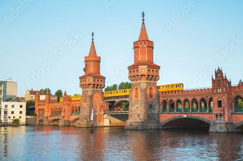 Staande foto Berlijn Oberbaum bridge in Berlin