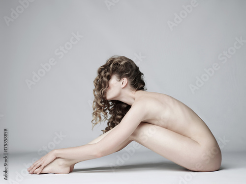 Fotobehang womenART Nude woman with elegant hairstyle on gray background