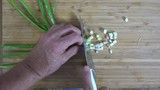 Overhead view of slicing green onions  - 175883482