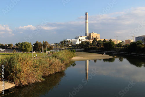 Aluminium Lente View of the Yarkon river, Reading Power Station, from Bridge in Tel-Aviv, Israel.