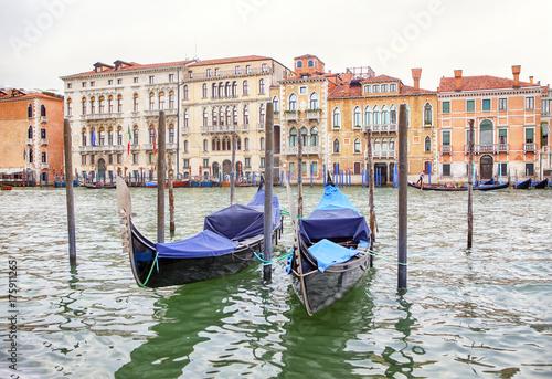Fotobehang Zeilen gondolas in Venice