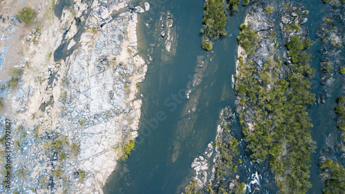 Papiers peints Bleu vert The Gorge River in Heifer Station, New South Wales shot from above.