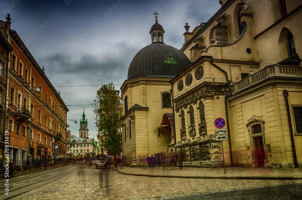 ebda8a274 Fototapeta na wymiar - Lviv cityscape in the western part of Ukraine in the  autumn season.