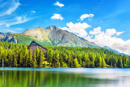 Fotobehang Bergen Mountain lake (Strbske Pleso) in High Tatras National Park, Slovakia