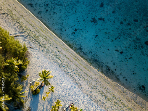 Deurstickers Groen blauw aerial view of sandy beach lagoon of polynesia Cook islands
