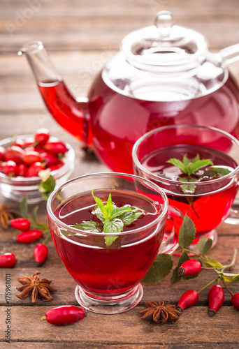Papiers peints The Hot and healthy rose hip tea