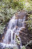 cascada en rio pequeño - 176009637