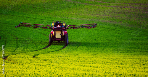 Foto op Plexiglas Groene Farm machinery spraying insecticide to the green field, agricultural natural seasonal spring background