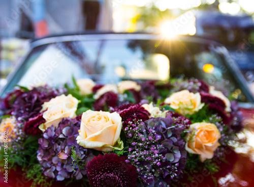 rotes Auto / Oldtimer / Hochzeit Plakát