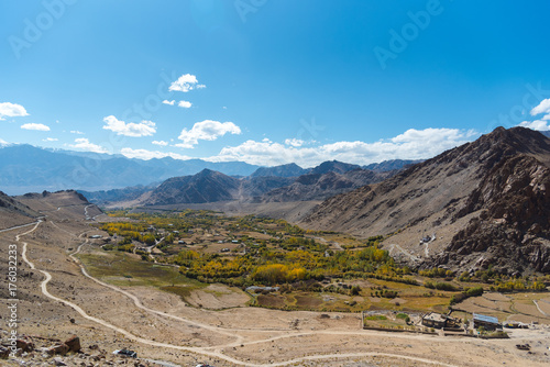 Foto op Aluminium Blauw road trip at Himalaya mountains background from leh lardakh,india