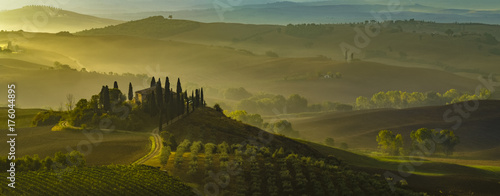 Staande foto Toscane autumn panorama of the most beautiful area in Tuscany, Val d'Orcia Valley