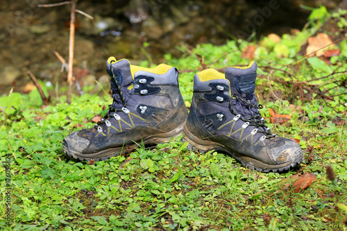 Papiers peints Herbe tourists boots on meadow