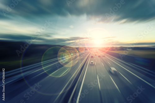 Foto Murales busy highway traffic at sunset