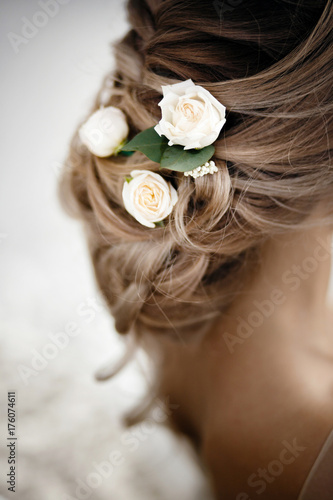 Aluminium Kapsalon Hairstyle with fresh flowers. rear view close-up. Rustic style