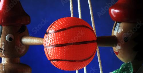 Fotobehang Basketbal Basketball Baloncesto Košarka Pallacanestro Koripallo Καλαθοσφαίριση Basquetbol Basket Basketbal Básquet Básquetbol Basket-ball Koszykówka Basketbolli Баскетбол 篮球 كرة السلة