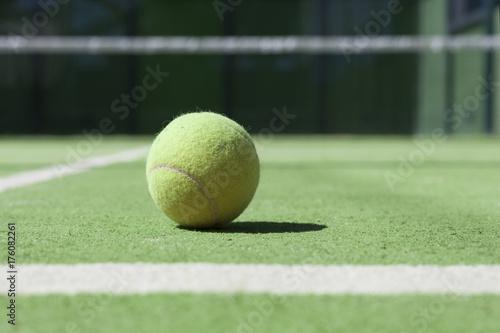 Fotobehang Tennis Tennis court with a close up ftom a tennisball