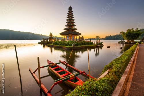 Foto op Canvas Bali Pura Ulun Danu Bratar - water temple on Bali, Indonesia.