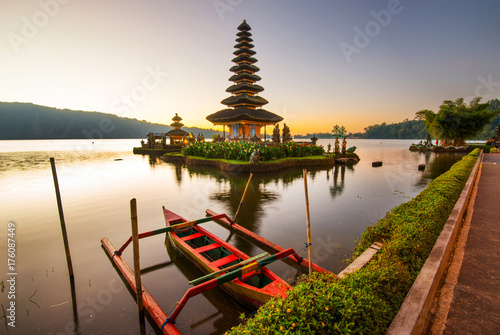 Spoed canvasdoek 2cm dik Bali Pura Ulun Danu Bratar - water temple on Bali, Indonesia.