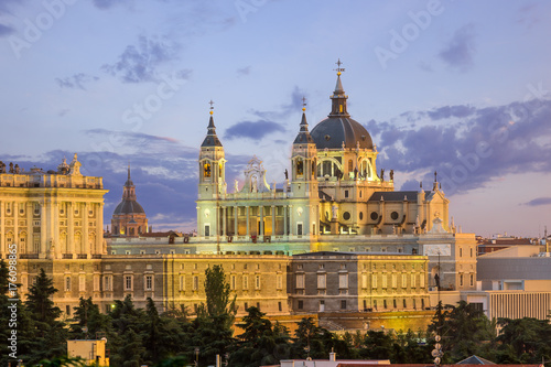 Papiers peints Madrid Madrid skyline and almudena church at sunset,Spain