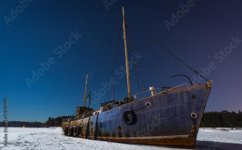 Fotobehang Schip Frozen ship