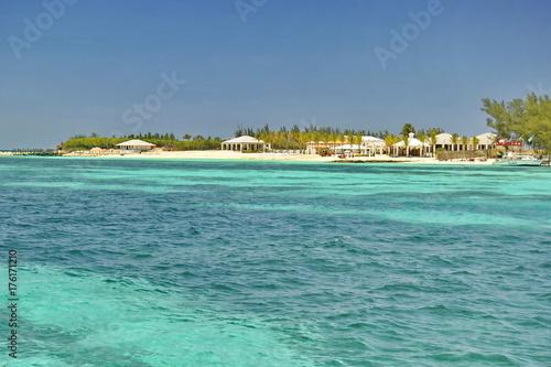 Staande foto Tropical strand Balmoral Island, Nassau, Bahamas
