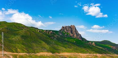 Fotobehang Lente Green mountain